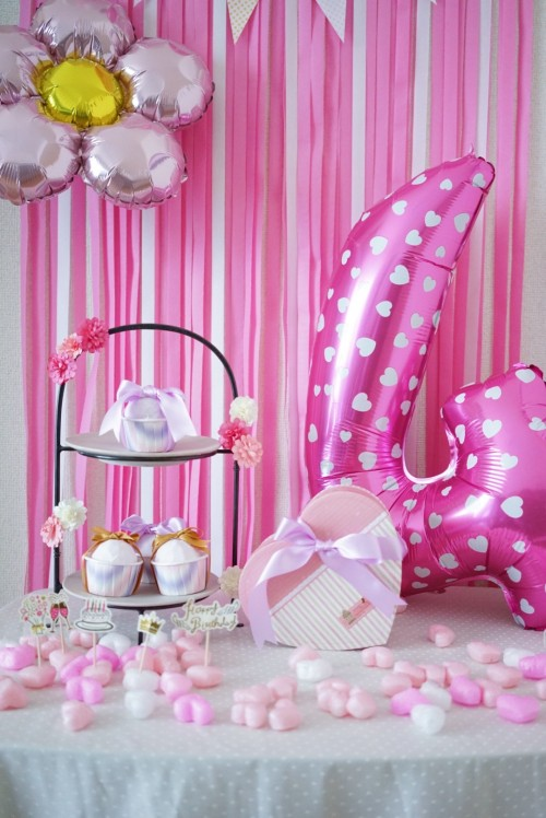 ピンクがテーマカラーの誕生日の飾りつけ