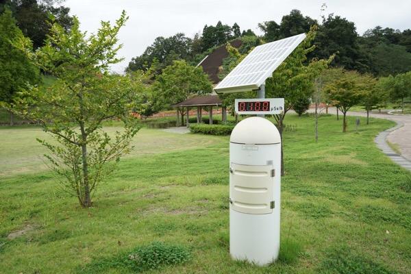 公園の空間放射線測定器