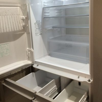 空っぽの冷蔵庫