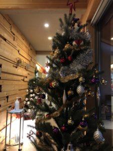CONNEXION(コネッション)の中の大きなクリスマスツリー