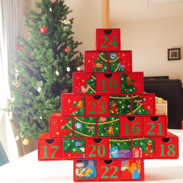 クリスマスツリーの形のアドベントカレンダー