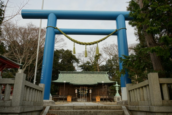 小名浜諏訪神社の青い鳥居