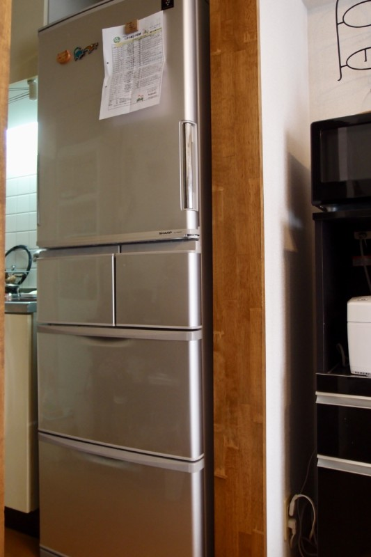 シャープの両開き冷蔵庫