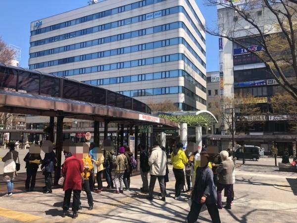 福島駅東口の花見山臨時バス停の様子
