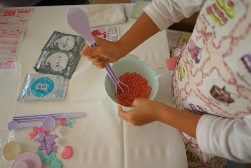 しゅわボム カップケーキベーシックセットを作るところ